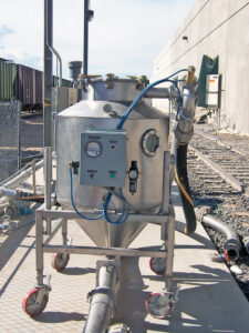 Portable Pneumatic Railcar Unloading Pot on Castors